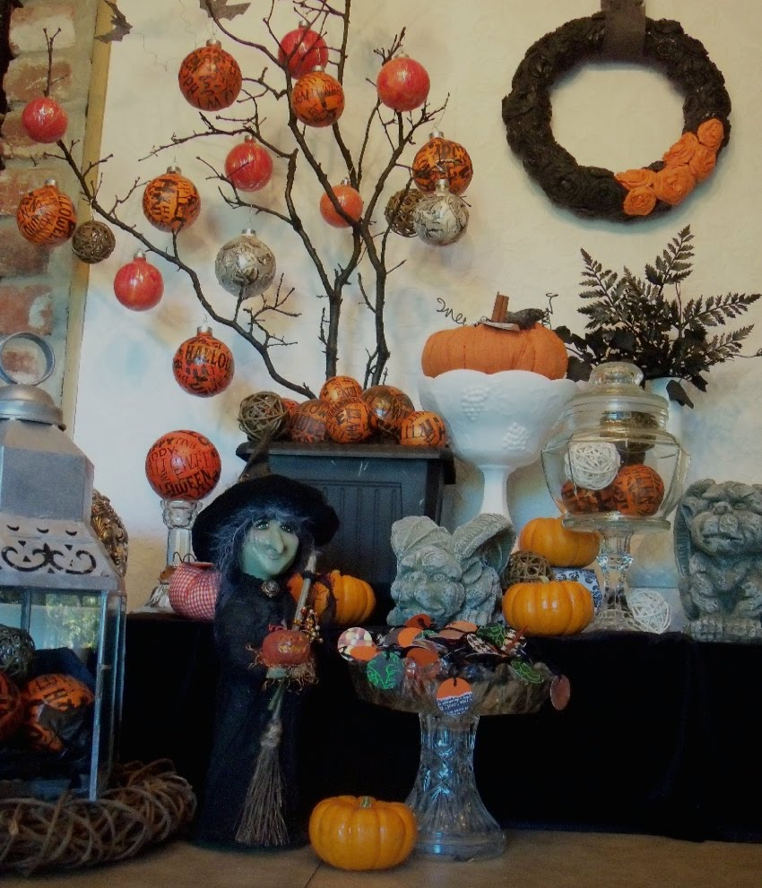 Halloween Decorated Door: Fabulous In Four-hundred Square Feet